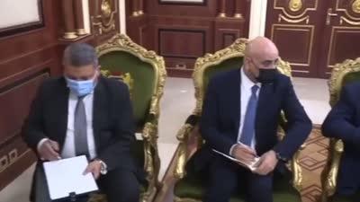 اللواء عباس كامل يسلم الرئيس التشادي رسالة من السيسي