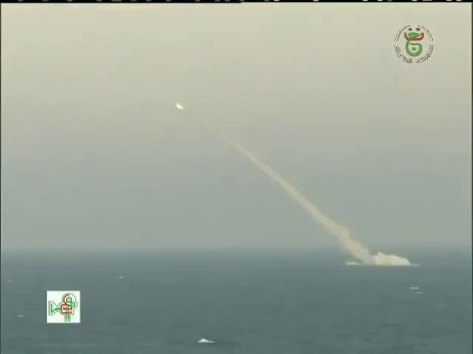 تدريب غواصتين جزائريتين على إطلاق الصواريخ قبل أسبوع من إعلان موعد الانتخابات الرئاسية